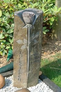 """Grabstein mit Symbole """"Die Rose"""""""